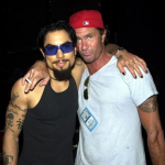 Dave-Navarro-Chad-smith-hug