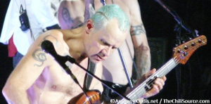 flea turquoise hair playing bass live RHCP birmingham november 2011