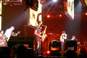 red hot chili peppers play Did I Let You Know? With member of Fools Gold