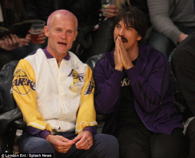 november-1-2015-anthony-kiedis-flea-LA-Lakers